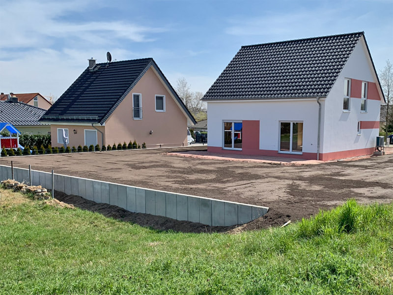 Grundstücksgestaltung mit Winkelstützen